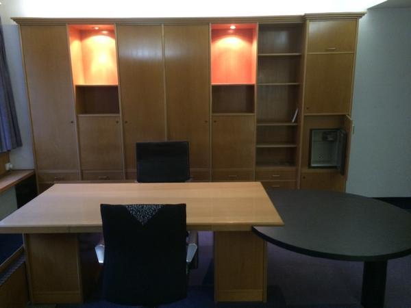 Büromöbel superschönes Chefbüro, helles Echtholzfurnier, komplette ...