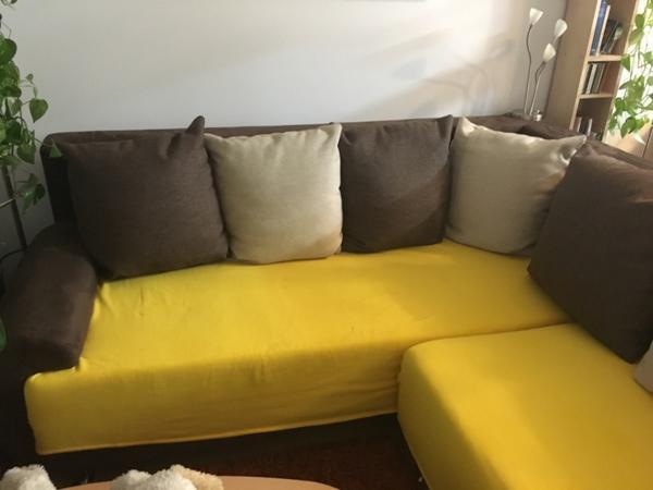 couch mit ausziehbarer bettfunktion u zusatzhocker in. Black Bedroom Furniture Sets. Home Design Ideas