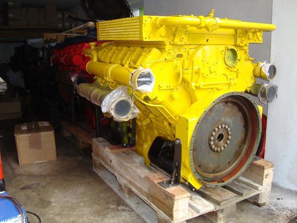 Deutz Motor F8L413F, 256 PS b 2500 U, mit SAE 1 Anschlussgehäuse in ...