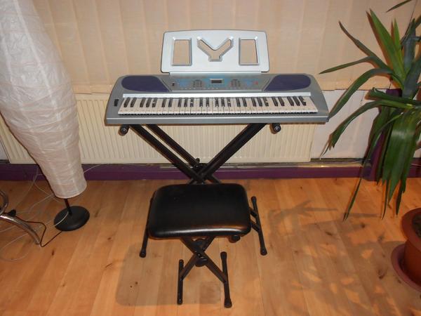 Electronic Keyboard YM 6600 - 61-Keys