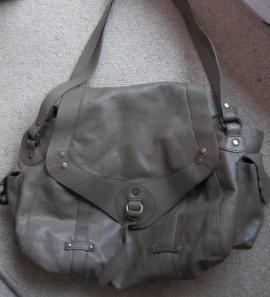 Elegante Handtasche - Bowling Bag - absolut: Kleinanzeigen aus München Schwabing-West - Rubrik Taschen, Koffer, Accessoires