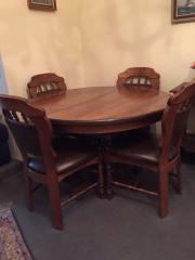 Esstisch + 4 Stühle