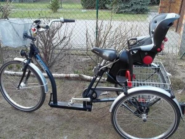 rutsch motorrad im batman design mit breiten reifen dient. Black Bedroom Furniture Sets. Home Design Ideas