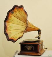 gesucht altes Grammophon