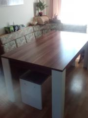 Grosses Tisch und