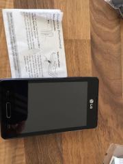 Handy LG -E440