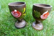 Holzeierbecher mit floralem Muster
