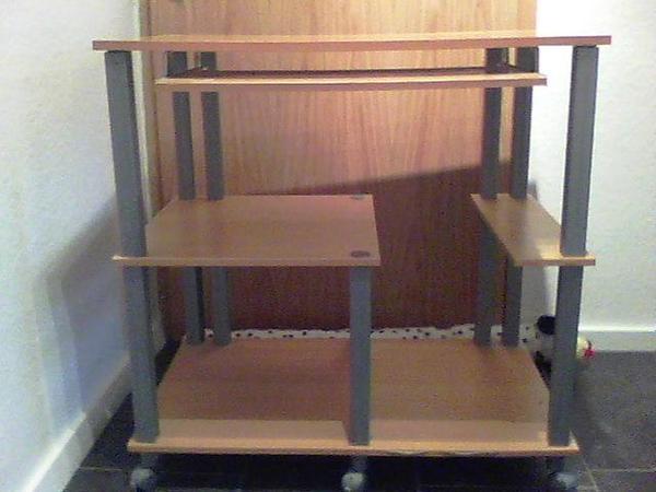 Ich verkaufe Computertisch 50x80 cm