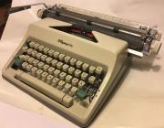 Klassische Olympia Schreibmaschine +