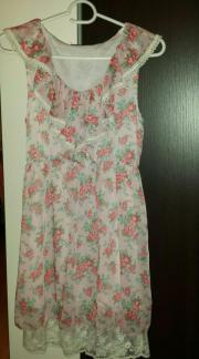 Kleid mit Rosenmotiven