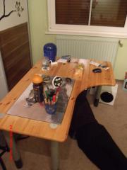 Kleiderschrank, Schreibtisch, Regale