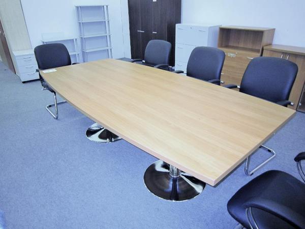 Konferenztisch und 6 passende Stühle in München - Büromöbel kaufen ...