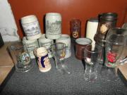 Krüge Biergläser verschiedene Brauereiaufdrucke