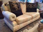Luxuriöses klassisches Sofa