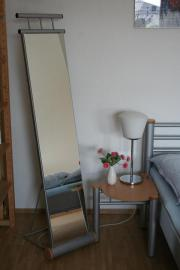 Metallbett, Nachttisch & Standspiegel
