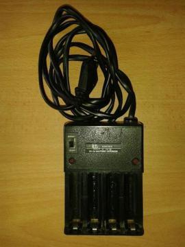 Batterien - MINWA Ni-Cd Batterie-Ladegerät für UM