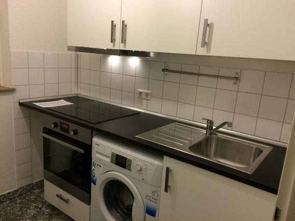Neuwertige Kleinküche (2,17m), inkl Herd, Ofen, Klapptisch und Regal ...