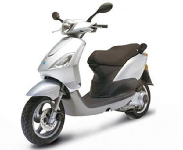 piaggio fly 50 motorroller zu verkaufen silber 50 ccm. Black Bedroom Furniture Sets. Home Design Ideas