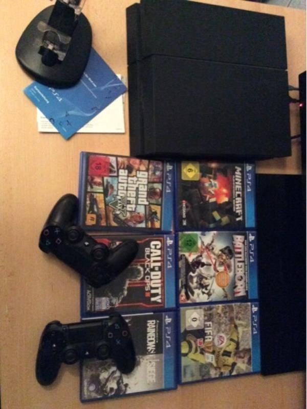 PlayStation 4 500 Gb - Heroldsbach Oesdorf - PlayStation 4 ist im sehr guten Zustand sowie neu 2 Originale Controller sowie neu 6 Spiele (siehe Bild)Powerkabel und HDMIkabel inclusive Inclusive Aufladestation für 2 Controller - Heroldsbach Oesdorf