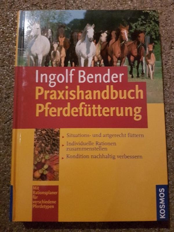 praxishandbuch pferdefütterung - Röthenbach - es ist das fachbuch das krine fragen offen lässt. informativ und gut aufgeschlüsselte. für Einsteiger und Fachleute zu gleich. - Röthenbach