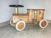 Rutschauto aus Holz