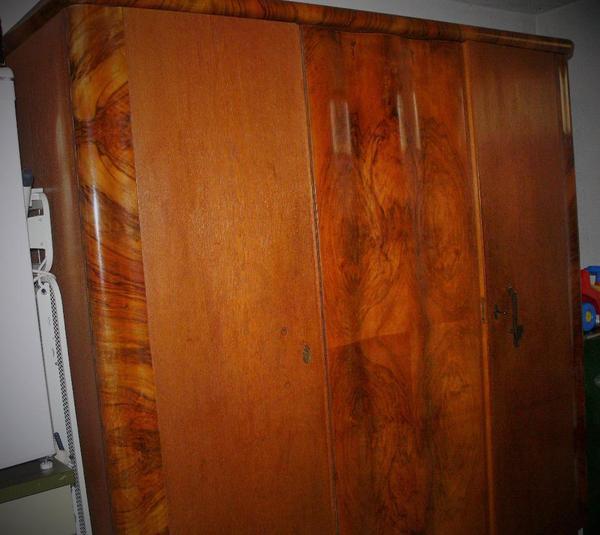 Schlafzimmerschrank antik alt