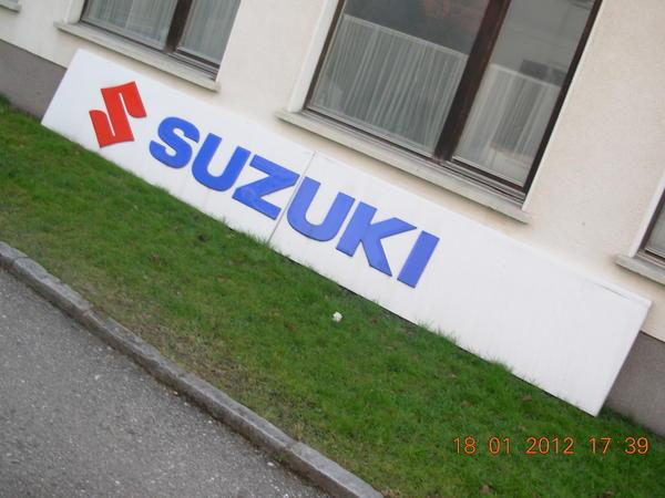 Suzuki Schriftzug Das Highlight In