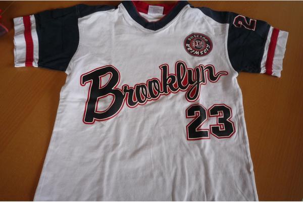 T-Shirt Gr. 140 weiß/blau/rot mit Aufschrift Brooklyn 23 - Durmersheim - gut erhalten. Habe noch weitere Shirts. - Durmersheim