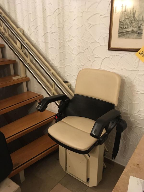 treppenlift kaufen treppenlift gebraucht. Black Bedroom Furniture Sets. Home Design Ideas