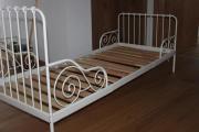 Verstellbares Kinderbett mit