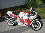 Yamaha FZR 1000/